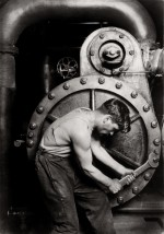 Mécanicien à la pompe à vapeur dans une centrale électrique, 1920