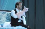 À la française. Pièce de et avec Edouard Baer. Au théâtre Marigny jusqu'au 29 décembre 2012.
