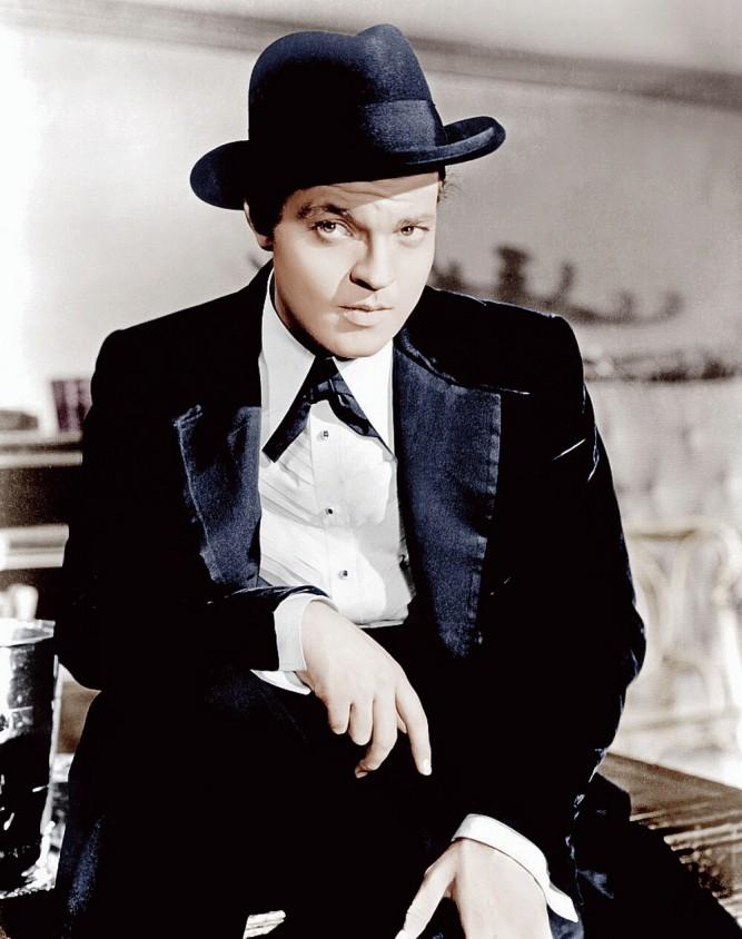 Orson Welles interprète le rôle principal dans Citizen Kane, qu'il a réalisé en 1941