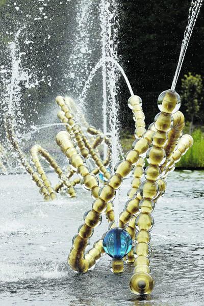 Sculpture fontaine de Jean-Michel Othoniel - Théâtre d'eau - Château de Versailles